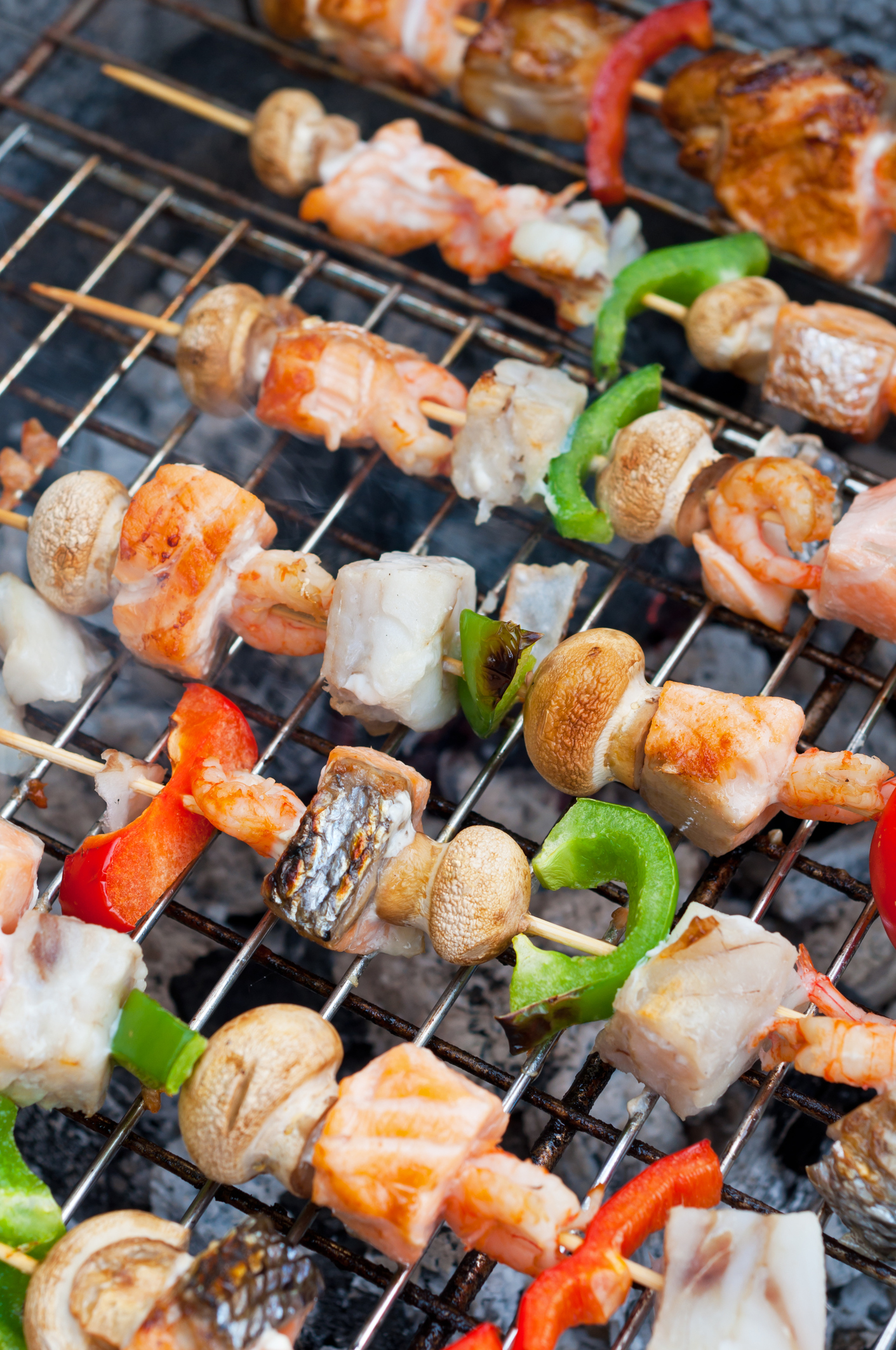 Skewers with shrimp, fish (cod and salmon), bell pepper, and mushrooms